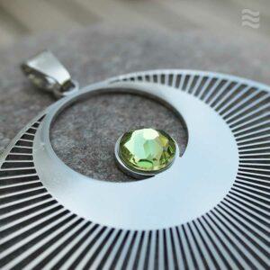 "Anhänger Kornkreis ""Engel"" Edelstahl mit Swarovski-Kristall gruen-Detail"