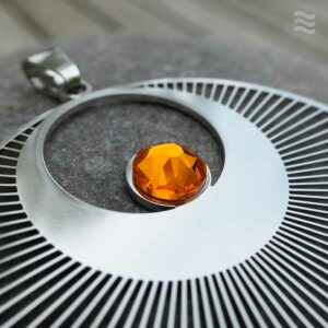 "Anhänger Kornkreis ""Engel"" Edelstahl mit Swarovski-Kristall orange Detail"