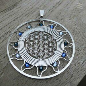 INFEA Anhänger Blume des Lebens Sonne Edelstahl mit blauen Swarovkis